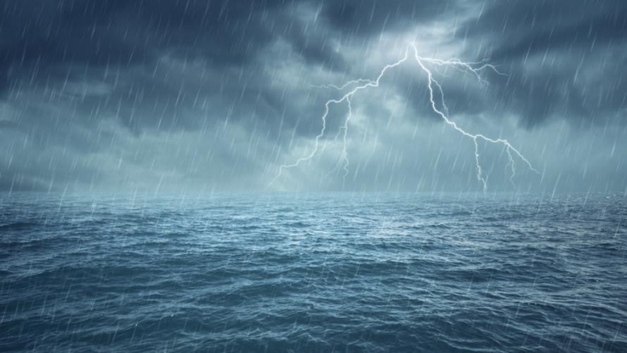 Silny deszcz z burzami, stopień 1