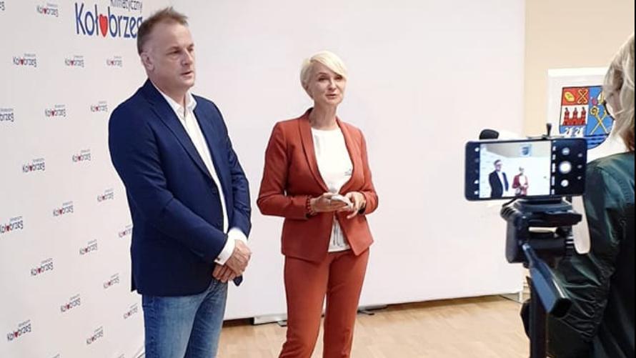 Na zdjęciu Prezydent Miasta Anna Mieczkowska i Prezes KTBS Robert Cieciora