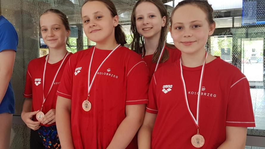 10 medali na Ogólnopolskich Drużynowych Zawodach Pływackich