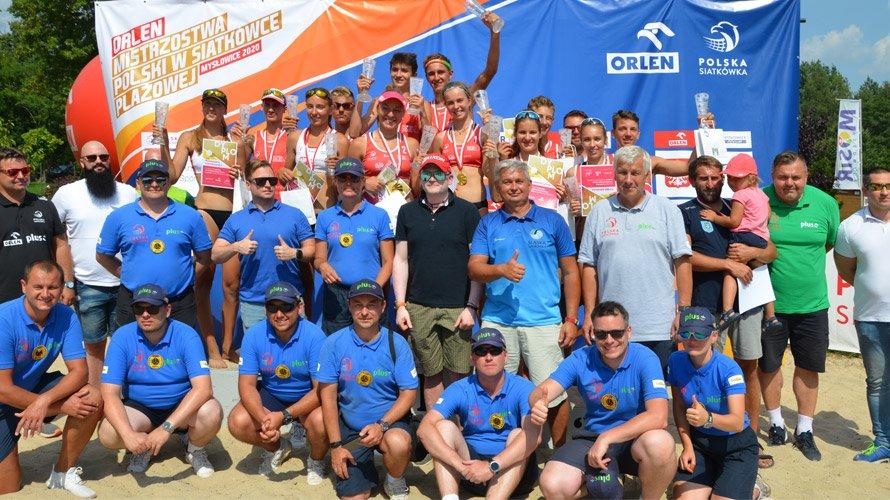 zdjęcie przedstawia grupowe finału mistrzostw polski w siatkówce plażowej Mysłowice 2020